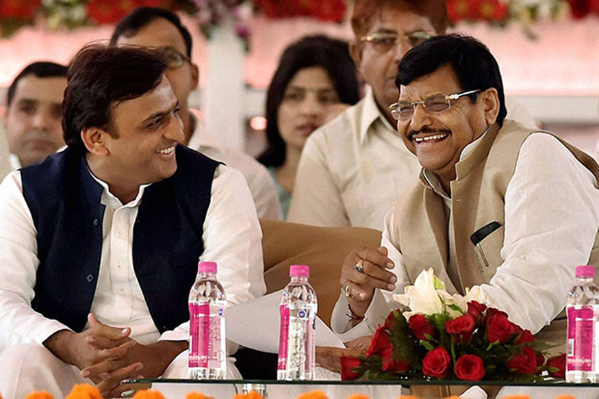 After Months of Infighting, Mulayam, Shivpal and Akhilesh Come Together to Celebrate Diwali in Saifai