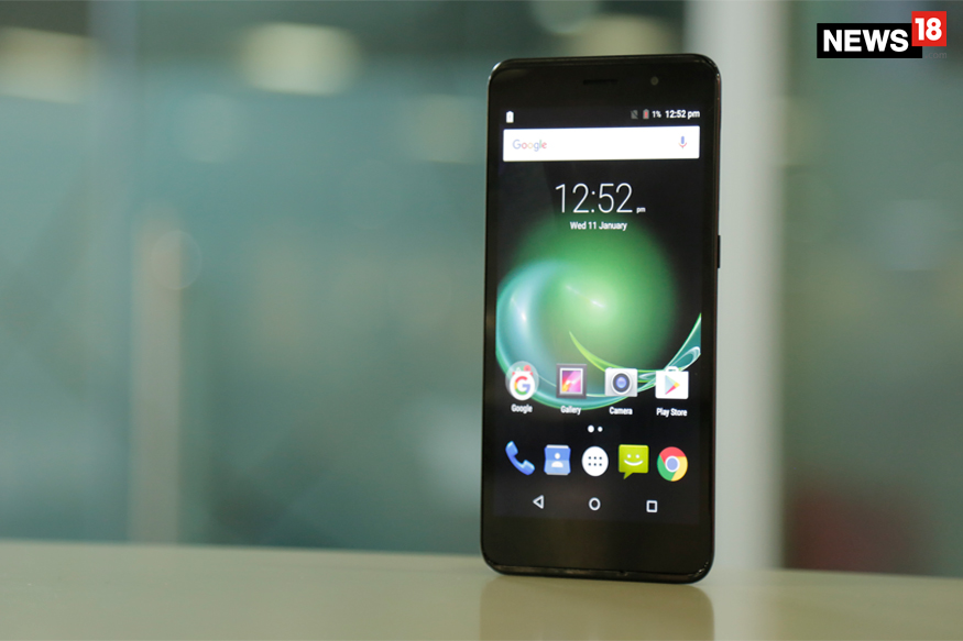 Panasonic P77 Review: Looks Good, But Offers Nothing Special