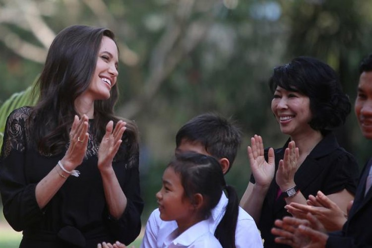 News7 Tamil jolie-2-750x500 Angelina Jolie Makes Her First Public Look After Submitting for Divorce Movies
