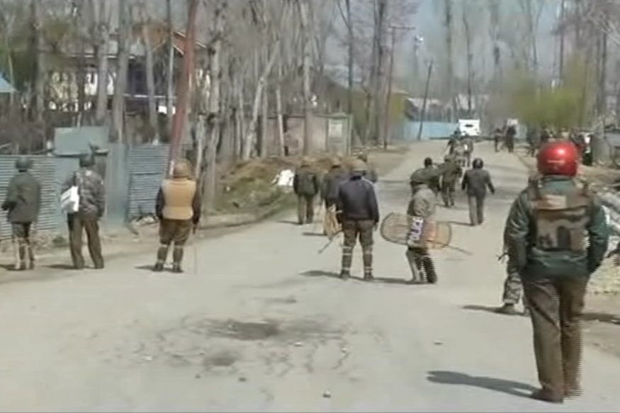 Civilians Clash With Police in Kashmir After Funeral of a Local Militant