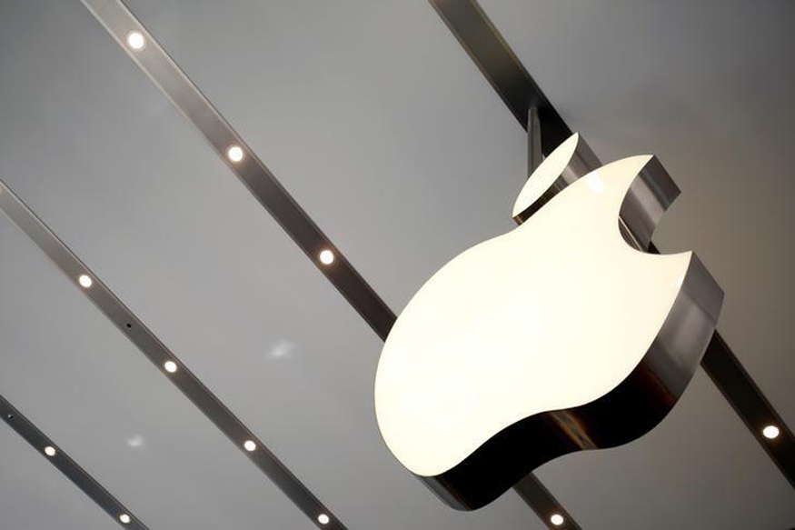 Employees of Apple Contractor Held For Selling Data in China