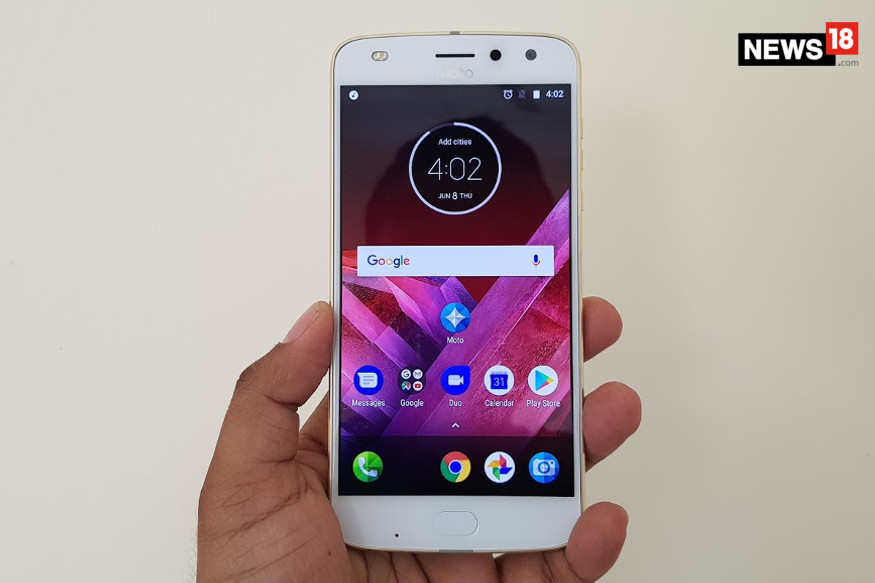 Moto Z2 Play Review: With Moto Mods, It's the Real Flagship Killer