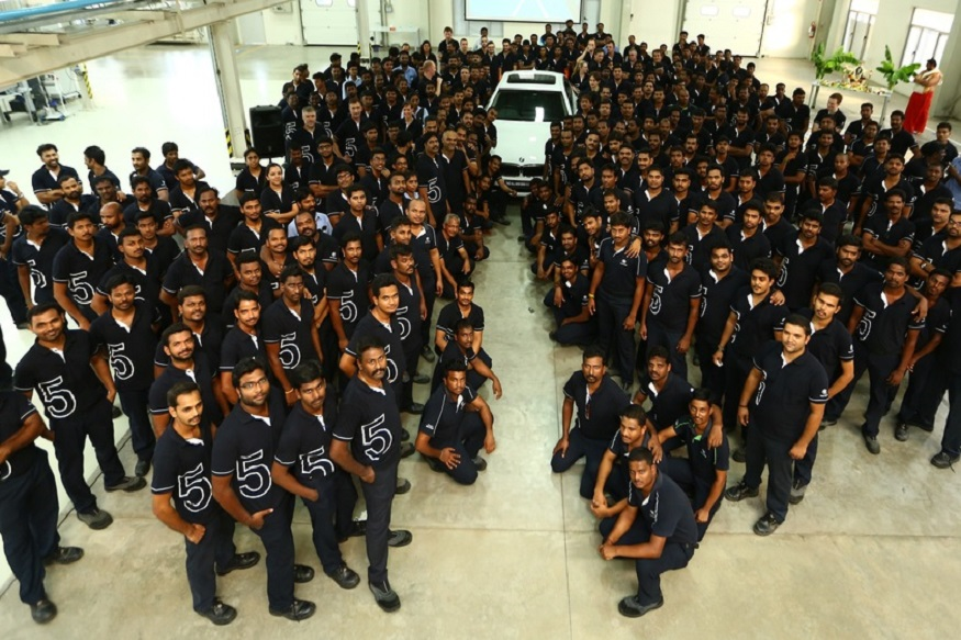 BMW 5-Series production team posing with the new 5-series at BMW plant. (Image: BMW)