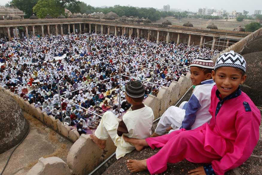 news18.com - In a First, Muslims Break Ramzan Fast in Udupi Sri Krishna Temple