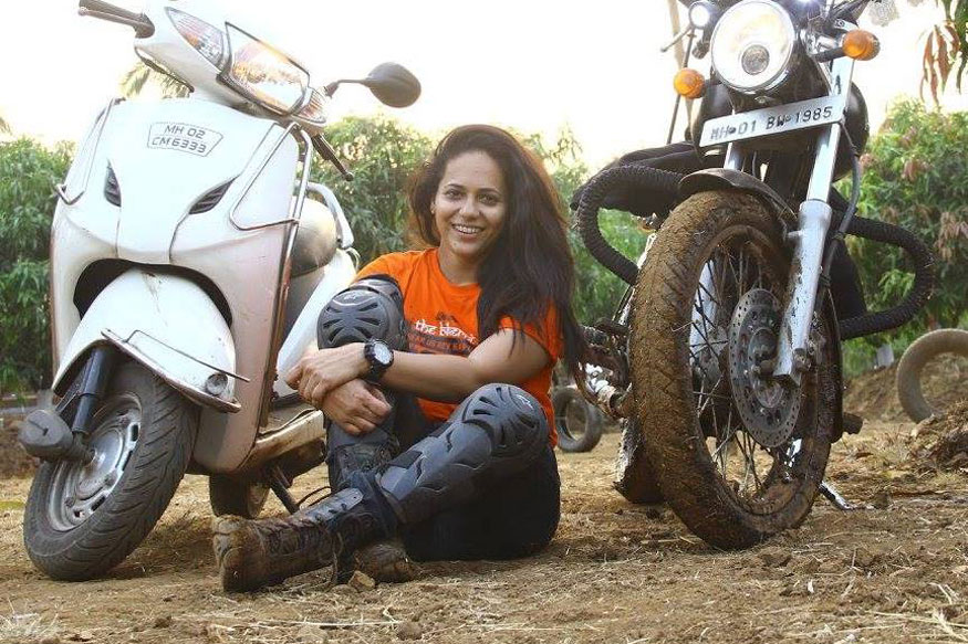 Woman Biker Crushed By Truck After Landing on Pothole