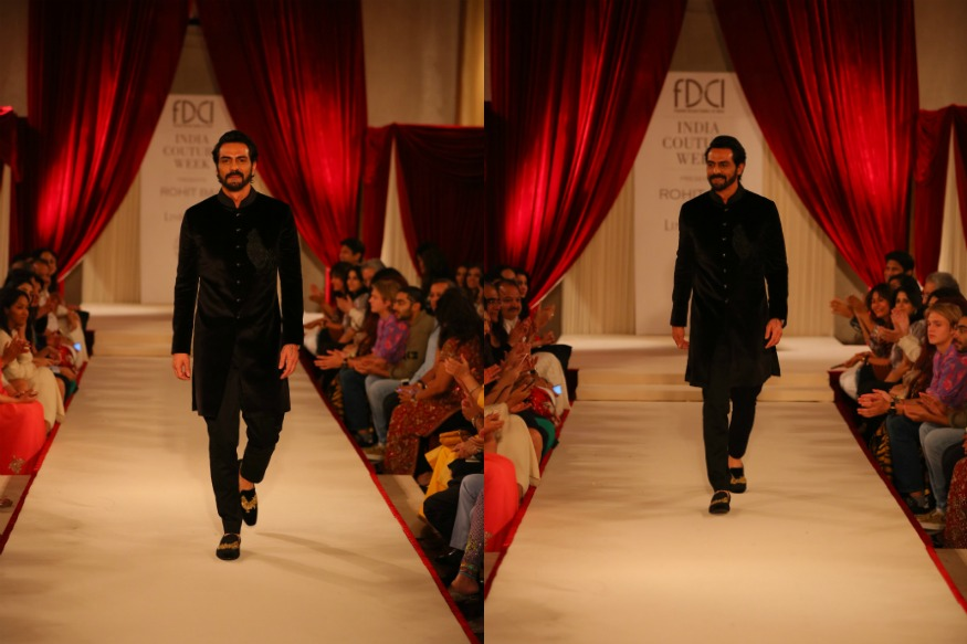 (Photo: Actor Arjun Rampal turns showstopper for designer Rohit Bal/Rohit Bal Team)