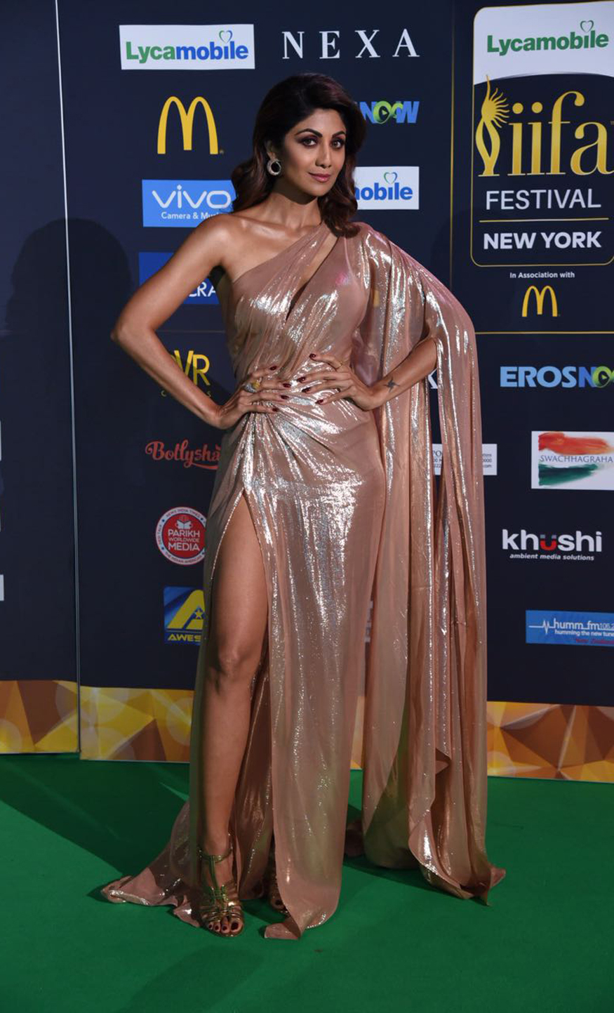 Shilpa Shetty S Holographic Gown At The Iifa Is A Risk Not