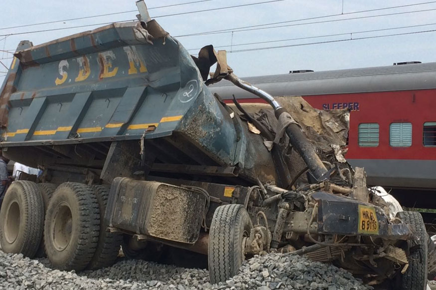 Kaifiyat Express derails at UP, over 50 injured