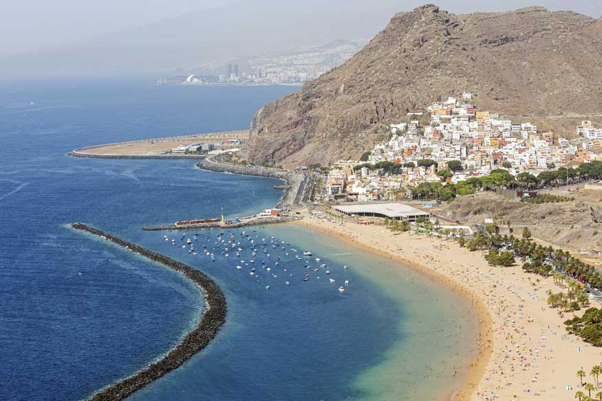Algae Blooms Irk Beachgoers in Spain's Canary Islands