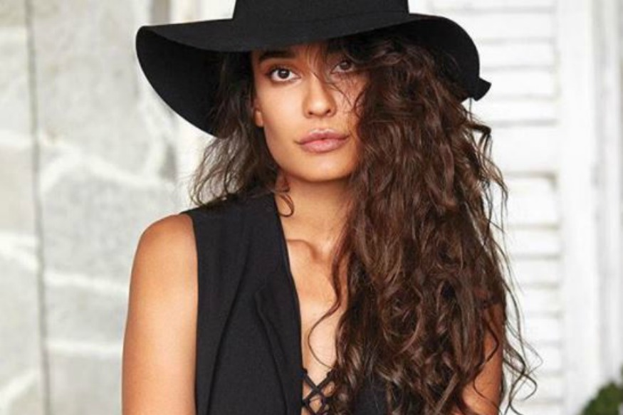 Lisa Haydon Posts Breastfeeding Photo, Sends Out A Strong Message For All Mothers