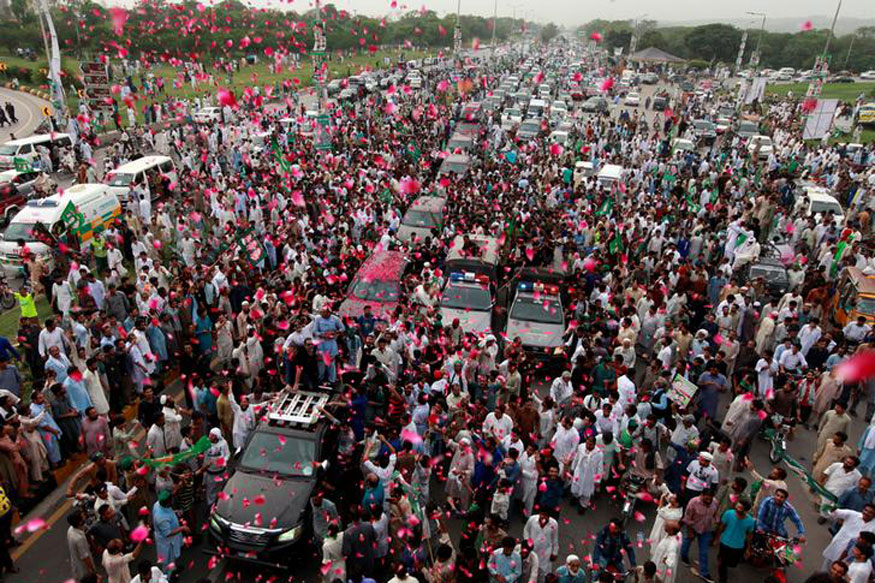 Supporters of former Pakistani Prime Minister Nawaz Sharif crowd around his car as his convoy enters Rawalpindi, Pakistan (REUTERS)
