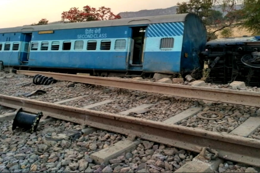 At Least 50 Injured as Kaifiyat Express Derails in UP's Auraiya
