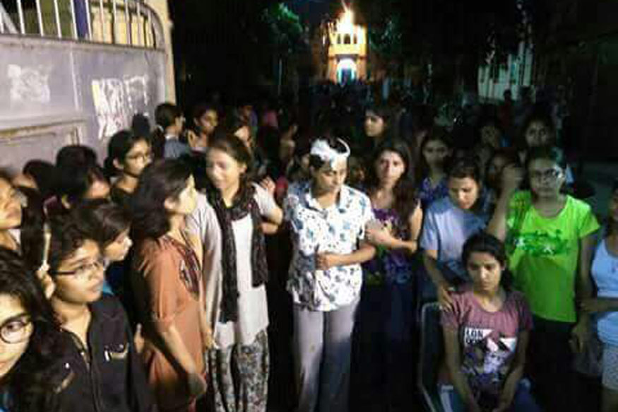 Protests Against Harassment Take Violent Turn at BHU, Police Lathicharge Girls