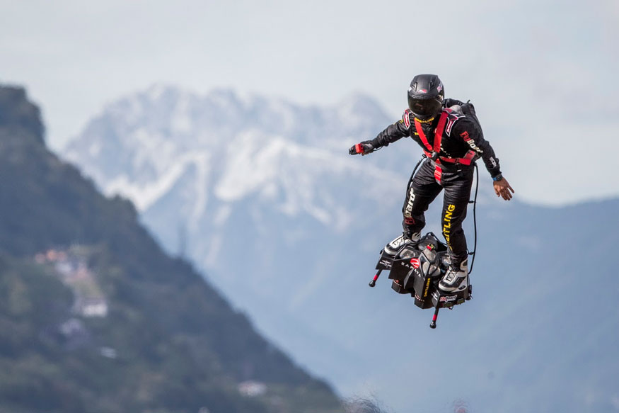 Sion: Franky Zapata performs his show with his Flyboard at the International Breitling Airshow, in Sion, Switzerland, Friday, Sept. 15, 2017. (Image: AP)
