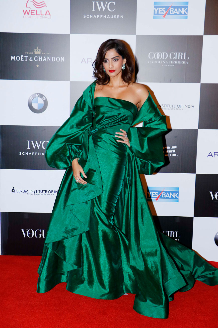 Sonam Kapoor attends the 'Vogue Women of the Year Awards 2017' at Grand Hyatt Hotel On Sunday, September 24, 2017 in Mumbai. (Image: Yogen Shah)