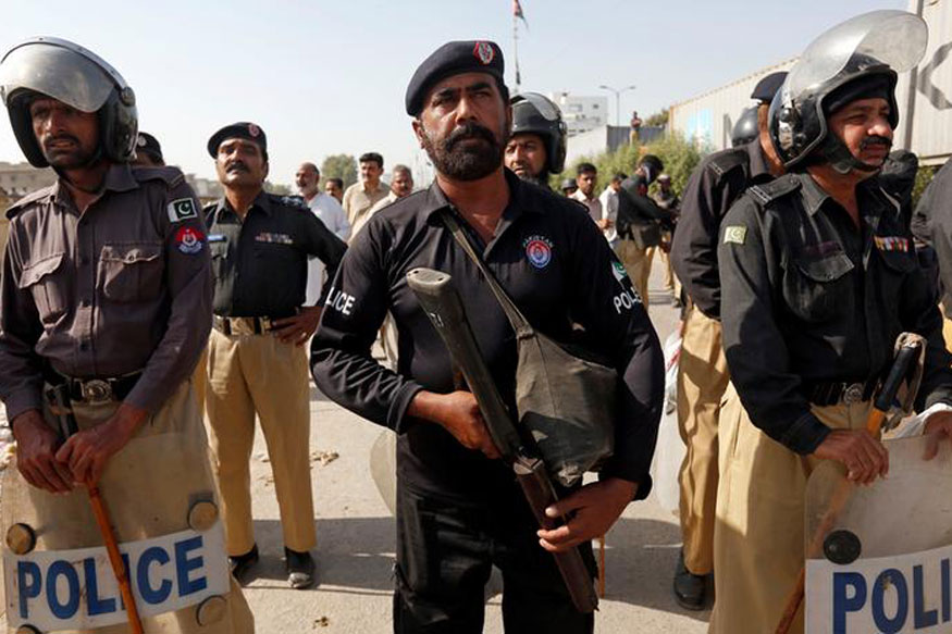 Pakistani Police Fire Tear Gas to Break up Islamists' Sit-in Blocking Capital