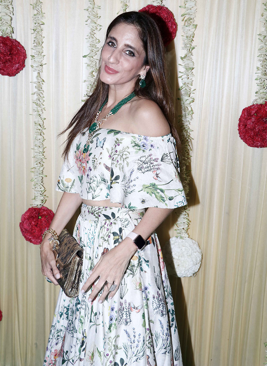 Jewellery designer Farah Khan Ali gets clicked on her arrival for Ekta Kapoor's Diwali party hosted at her residence in Mumbai on October 17, 2017. (Image: Yogen Shah)