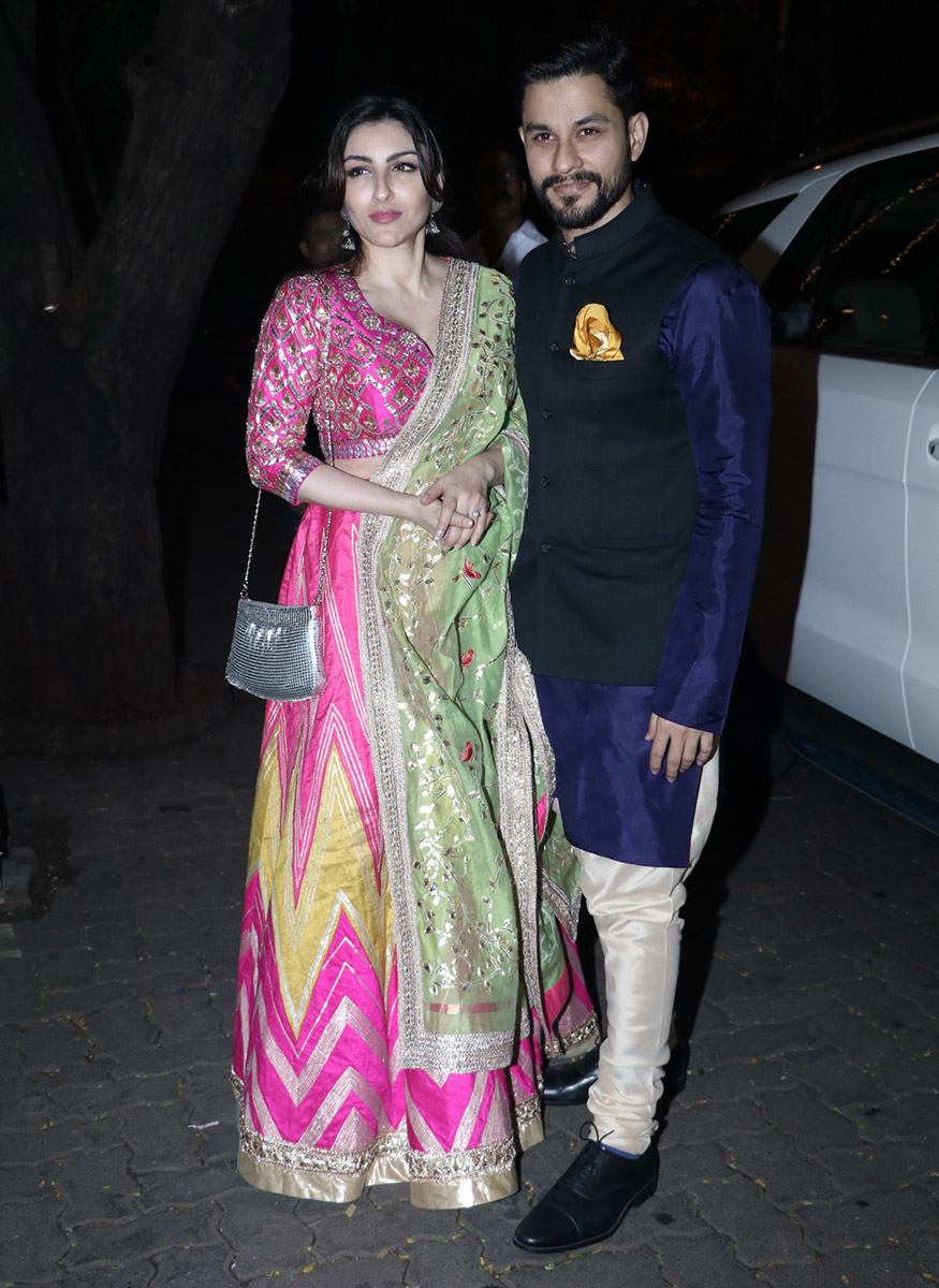 Soha Ali Khan poses with Kunal Kemmu on their arrival for Anil Kapoor's Diwali party hosted at his residence in Mumbai on October 19, 2017. (Image: Yogen Shah)
