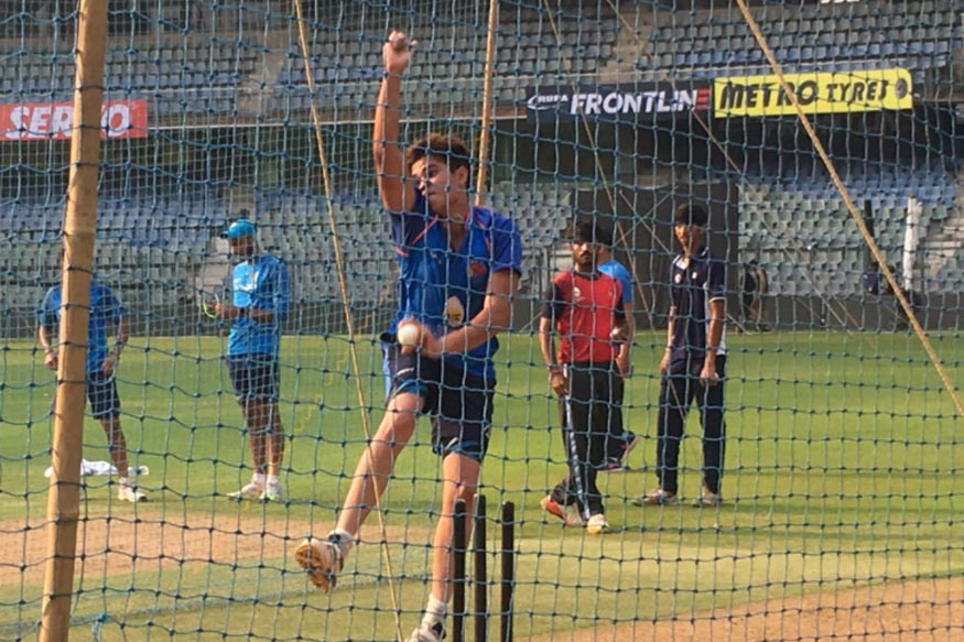 Arjun Tendulkar Bowls to Virat Kohli in the Nets Ahead of First NZ ODI