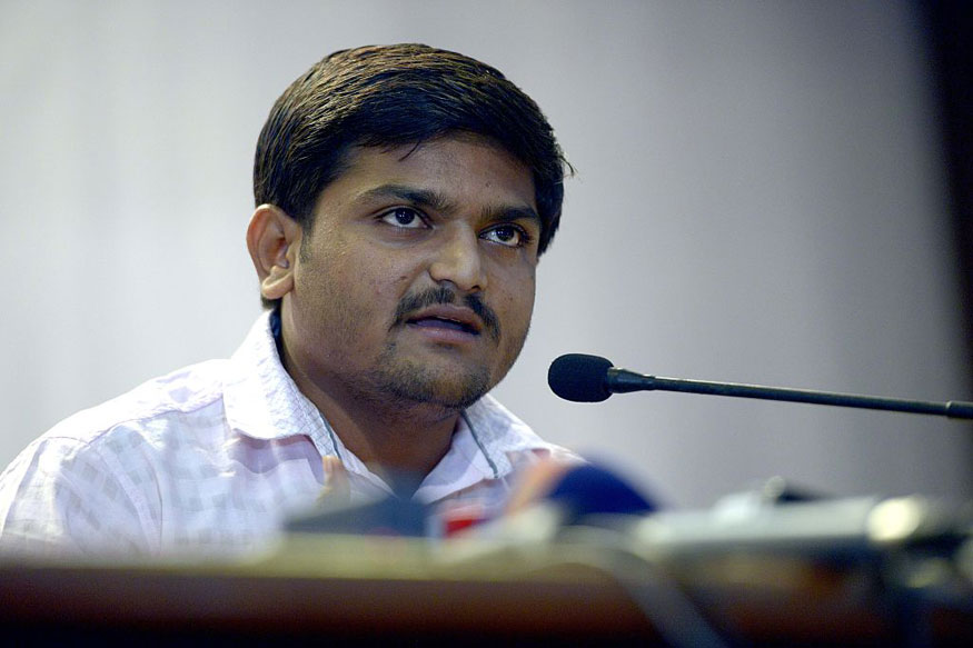 'Only Chaiwala Can Suggest Selling Pakodas for Employment': Hardik Attacks Modi