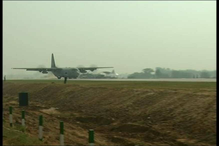 IAF's C-130 Hercules Aircraft Touches Down on Lucknow-Agra Expressway