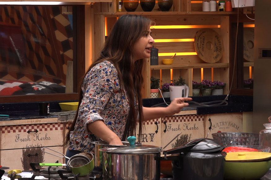 Bigg Boss 11, November 2, 2017 Update: Vikas Gupta Tries to Escape from the House, Again