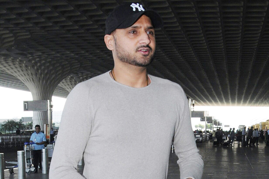 Harbhajan Lashes Out at Twitter User Who Asked Him to Retire