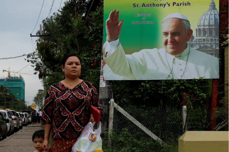 Pope Francis Faces Diplomatic Dilemma in Myanmar Visit