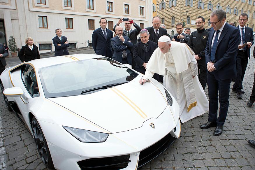 http://img01.ibnlive.in/ibnlive/uploads/2017/11/Vatican_Pope_Lamborghini__priyarag.verma@network18online1.jpg