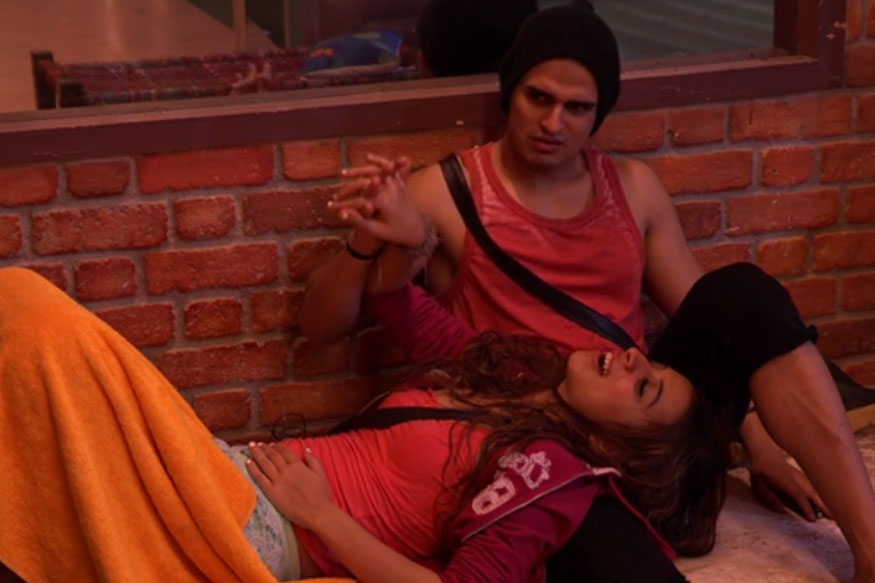 Bigg Boss 11: Benafsha Soonawalla Wants Priyank Sharma to Admit They are in Love; Twitter Calls Her 'Desperate'