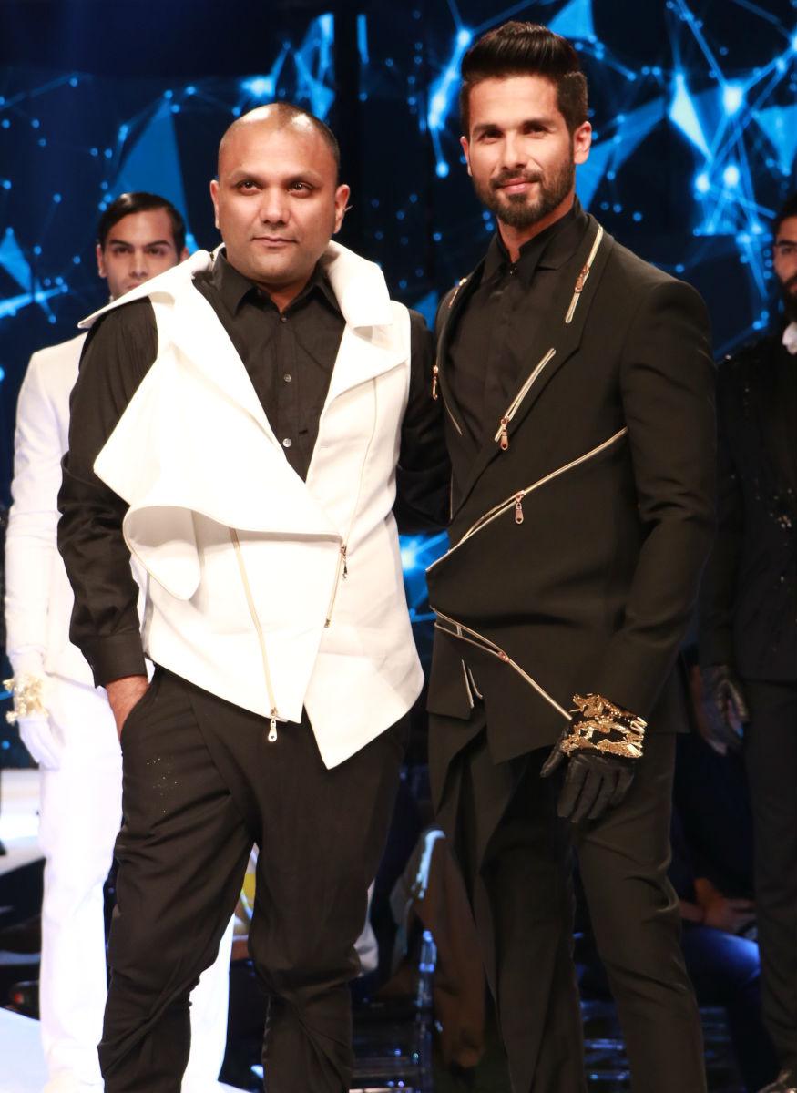 (Photo: Actor Shahid Kapoor turns showstopper for designer Gaurav Gupta at Van Heusen + GQ Fashion Nights 2017/ Yogen Shah)