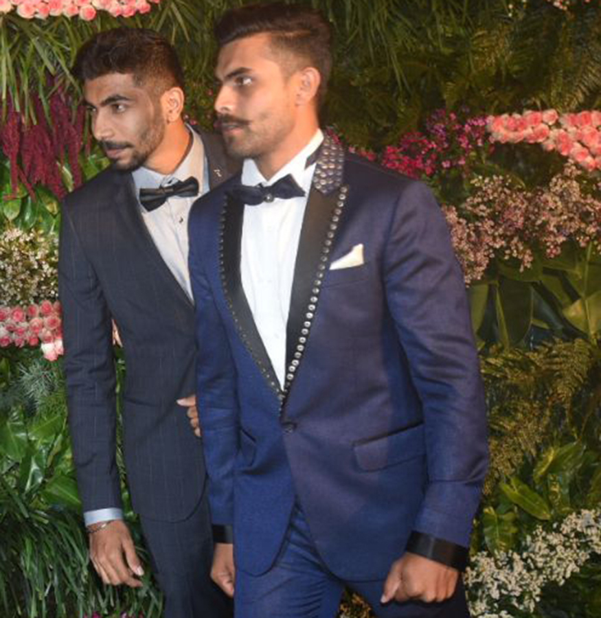 Virushka reception: Virat and Anushka arrive, top stars including Dhoni in attendance
