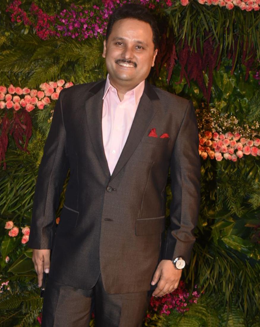 Virushka reception: Virat and Anushka arrive, top stars including Dhoni in attendance