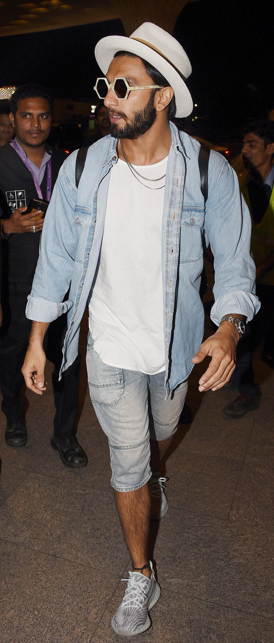 Ranveer Singh snapped at Mumbai airport while leaving for Sri Lanka. (Image: Yogen Shah)