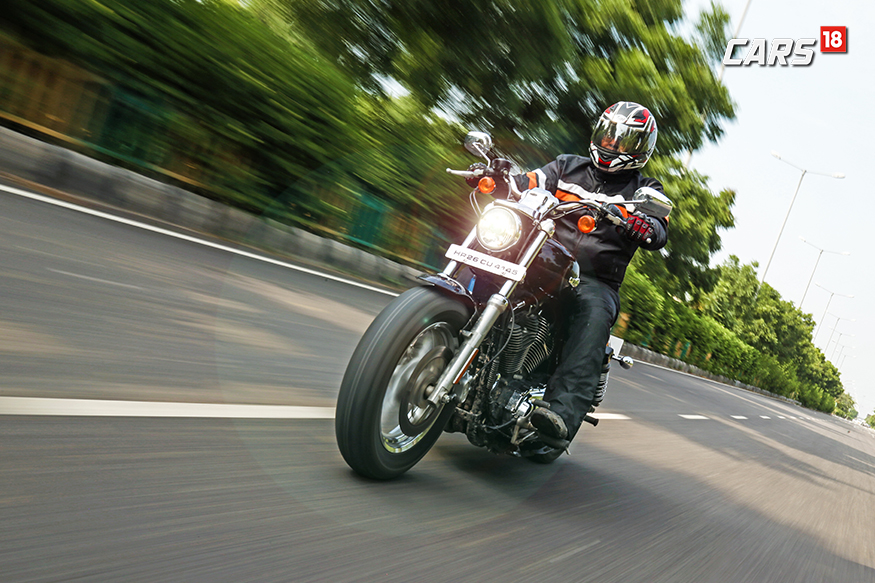 Harley-Davidson-1200-Custom-Front