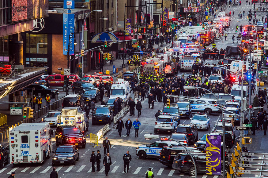 ISIS-inspired Bomber Strikes New York Commuter Hub at Rush Hour, Held