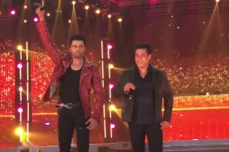 Da-Bangg Tour: Salman, Sonakshi and Kriti Bring The House Down in Delhi; Watch Videos