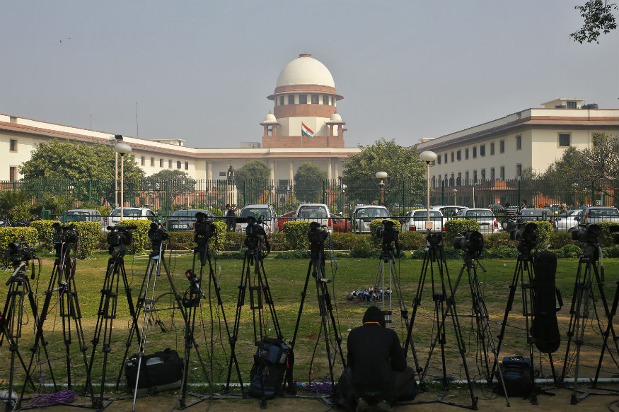 Supreme Court LIVE: Crucial Hearing on Aadhaar Begins; Justice Chelameswar to Miss Weekly Lunch Amid Crisis