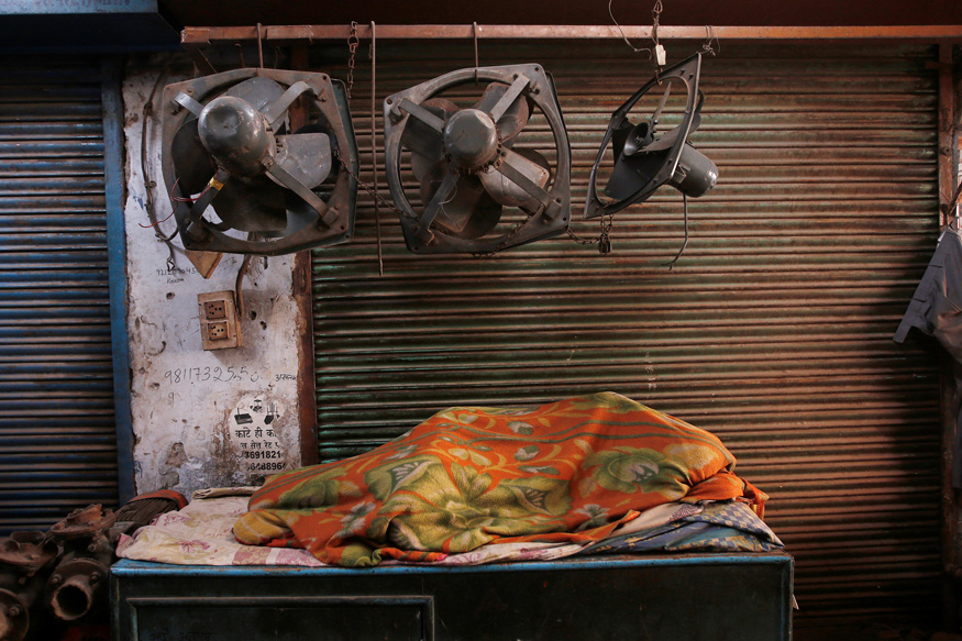 How Delhi's Migrants Keep a Thriving Slumber Market Awake