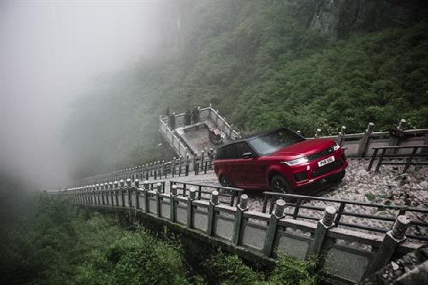 Range Rover Sport P400e Dragon Challenge. (Image: AFP Relaxnews)