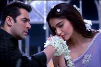 'Prem Ratan Dhan Payo' new stills: Sonam Kapoor woos Salman Khan in new song 'Jalte Diye'