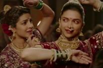 'Bajirao Mastani' stills: Priyanka and Deepika's graceful chemistry in Pinga will leave you awestruck