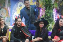 'Bigg Boss 9', day 77: Salman Khan celebrates his birthday with housemates; Mandana  creates a scene