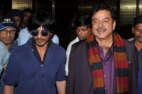 StarGaze: Shah Rukh Khan and Ritiesh Deshmukh enjoy family time; Farhan Akhtar hosts 'Wazir' special screening