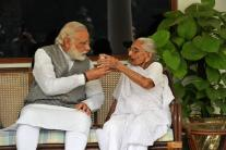PM Modi Tweets Pictures of His Mother's Maiden Visit to 7 RCR