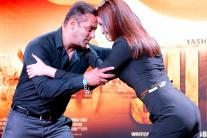 Salman-Anushka Launch 'Sultan' Trailer, Kalki-Naseeruddin Attend 'Waiting' Premiere