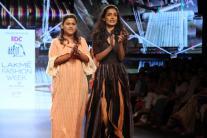 Lakme Fashion Week 2016: Sarah Jane Dias Turns Showstopper For Aagor Weaves