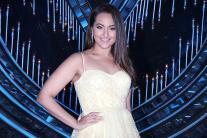 Star Spotting: Sonakshi Sinha, Shruti Haasan, Salman Khan, Varun Dhawan, Kiara Advani...