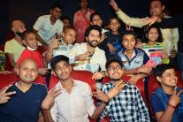 Varun Dhawan holds a special screening of 'Judwaa 2' for cancer patients