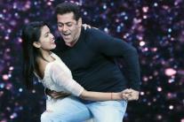Salman Khan Grooves With Katrina Kaif on Super Dancer 2